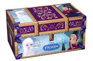 The Disney Frozen Dress Up Trunk Review - on www.kidslovedressup.com - Is this dress up set worth buying? Disney dress up set, princess sets, dress up clothes frozen, princess gowns set, princess dress up trunk