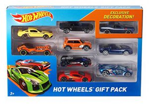 Hot Wheels Set: It's one of the best toys for 3 year old boys! Suggested by www.kidslovedressup.com.